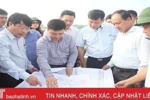 Thứ trưởng Bộ GT-VT Nguyễn Nhật kiểm tra hiện trường dự án cao tốc Bắc - Nam đoạn qua huyện Đức Thọ