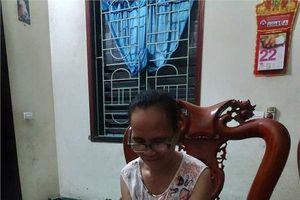 Chết cười bà mẹ U60 'nghiện' sống ảo: Ôm điện thoại để nồi ngô luộc cháy đen vẫn bình thản lướt Facebook