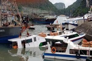 Tàu chở khách du lịch bị đắm khi đang neo đậu tại cảng Cái Rồng, Quảng Ninh