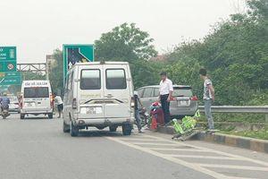 Bến 'cóc' mọc trên cao tốc, tiềm ẩn nguy cơ tai nạn giao thông