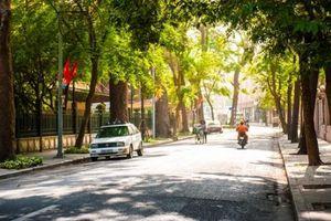 Dự báo thời tiết hôm nay (23/4): Hà Nội nắng nóng, đề phòng dông lốc