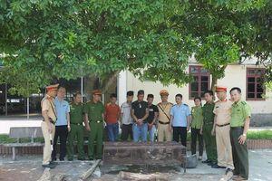 Xe khách biển Lào vận chuyển nhiều động vật hoang dã và gỗ trắc trái phép