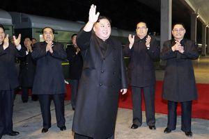 Ông Kim Jong Un đến nhà ga Nga, được tặng bánh mì và muối