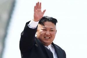 Ông Kim Jong Un ghé nhà ga Nga, được tặng bánh mì và muối