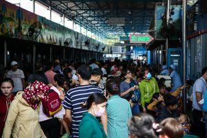 Sài Gòn nắng nóng đỉnh điểm, người già, trẻ nhỏ ùn ùn nhập viện