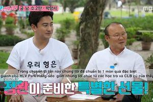 HLV Park Hang Seo bất ngờ với món quà từ các học trò cũ