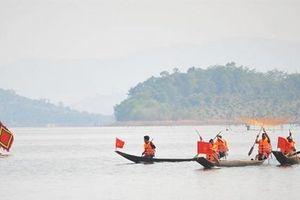 Gia Lai: Lần đầu tiên tổ chức đua thuyền độc mộc trên sông PôKô