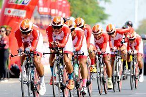 Cúp xe đạp Truyền hình: Nhờ đồng đội, Nguyễn Trường Tài lập tức 'xé' áo vàng
