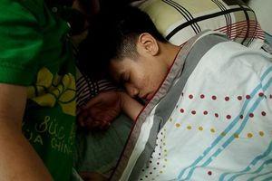 Vụ lao công bị 'xe điên' đâm tử vong: Đứa con khóc ngất trong đêm đầu mất mẹ