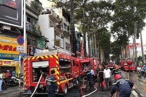 Giải cứu thành công 3 em nhỏ mắc kẹt trong đám cháy dữ dội ở TP.HCM
