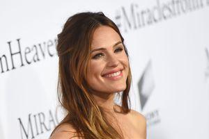 Jennifer Garner được vinh danh là 'phụ nữ đẹp nhất năm'