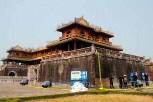 Làm sạch Cổng Ngọ Môn bằng hơi nước nóng