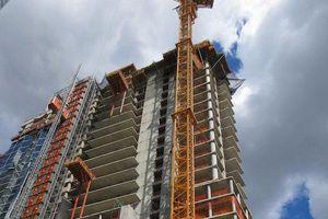 Tháp chọc trời bị nghiêng, nhà thầu và chủ đầu tư lôi nhau ra tòa
