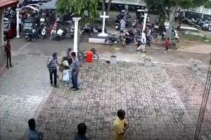 Nghi phạm đánh bom Sri Lanka nựng bé gái trước khi xuống tay