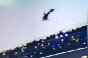 Khoảnh khắc máy bay Mỹ nổ tung như cầu lửa vài giây sau khi cất cánh