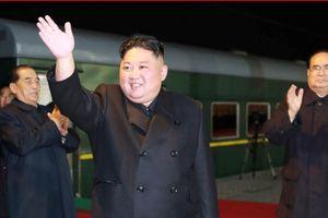 Chủ tịch Kim Jong-un được người Nga chào đón bằng bánh mỳ và muối