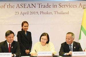 Các Bộ trưởng Kinh tế ASEAN ký kết các văn kiện quan trọng