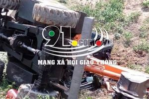 Máy xúc rơi xuống vực, một công nhân nông trường cao su tử vong
