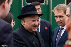 Hình ảnh nhà lãnh đạo Triều Tiên Kim Jong Un tươi cười đặt chân đến Nga