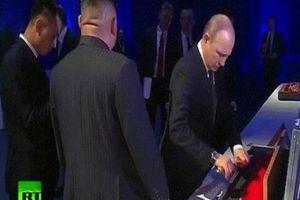 Putin và Kim Jong Un tặng nhau... vũ khí giữa thượng đỉnh Nga-Triều