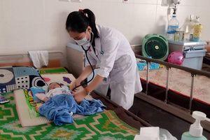 Nắng nóng kéo dài, trẻ nhập viện tăng cao