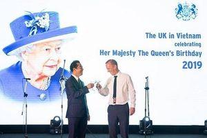 Trang trọng tiệc sinh nhật thứ 93 của Nữ Hoàng Elizabeth Đệ Nhị tại Hà Nội