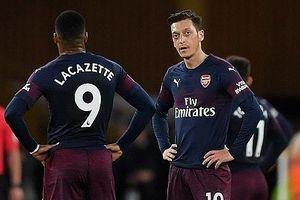 Thảm bại trước Bầy sói, Arsenal tiếp tục lỡ hẹn top 4