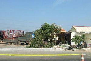 3 người thương vong trong vụ xe container va chạm với ô tô tải