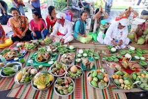 Hàng ngàn du khách hành hương về dự hội Tháp Bà Ponagar