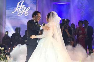 Toàn cảnh tiệc cưới kiểu 'một lần chơi lớn' của NSND Trung Hiếu, biến đám cưới thành 'Đại hội Hội Nghệ sĩ sân khấu Việt Nam'