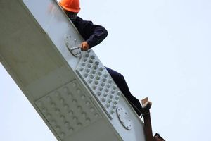 Xem 'người nhện' thi công cầu đường sắt Bình Lợi mới