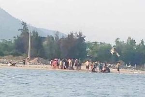 2 thanh niên kịp cứu 5 em nhỏ chới với giữa dòng sông Roòn