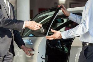 Thuê xe tự lái dịp 30/4: Giá tăng gấp đôi, khách chật vật tìm xe