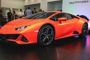 Lamborghini Huracan Evo 'hạ lốp' tại Singapore, giới nhà giàu Việt chỉ biết ngậm ngùi