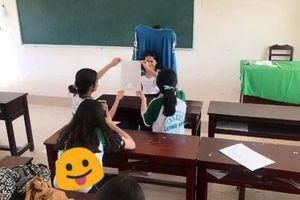 Ngả mũ trước cách 'chụp ảnh thẻ lấy ngay' của học sinh