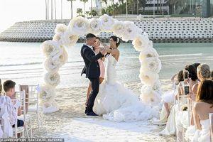 Cựu Hoa hậu Anh đẹp lộng lẫy trong đám cưới ngôn tình trên bãi biển