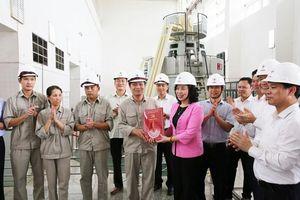 Đoàn công tác TP Hà Nội thăm, tặng quà gia đình chính sách tỉnh Yên Bái