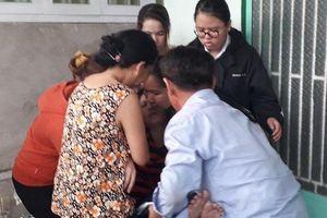 Thảm án 3 người trong gia đình bị sát hại tại Bình Dương: Người mẹ trẻ ngã quỵ gọi tên con