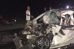 Hà Nội: Ô tô 4 chỗ đối đầu với xe tải, tài xế tử vong thương tâm