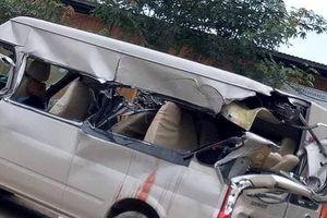 Xe khách va chạm với xe tải, nhiều người thương vong