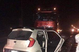 Va chạm với xe tải trong đêm, tài xế xe 4 chỗ tử vong tại chỗ