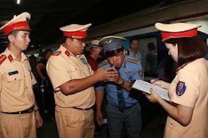 Đột kích ga Hà Nội, CSGT phát hiện trưởng tàu vi phạm nồng độ cồn