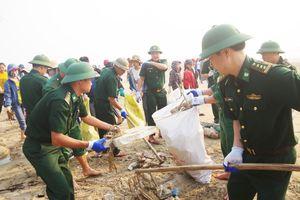 Đoàn viên, thanh niên BĐBP các tỉnh ra quân chiến dịch 'Hãy làm sạch biển' năm 2019