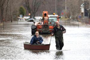 Thủ đô Canada báo động nguy cơ lũ lớn, Quebec lo vỡ đập thủy điện