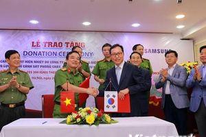 Samsung tặng 'đôi mắt thứ hai' cho lực lượng cứu hỏa Việt Nam