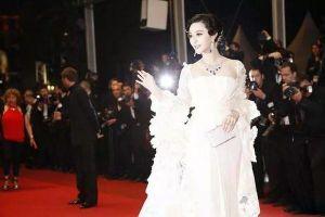 Những chiếc váy cưới của sao Hoa Ngữ: Xa hoa nhất là của Angelababy trong khi Lâm Y Thần lại khiêm tốn, không khoa trương