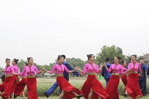 Đón lễ 30/4 và 1/5 cùng đồng bào vùng cao tại ngôi nhà chung của các dân tộc Việt Nam
