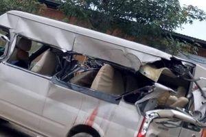 Bắc Giang: Xe tải va chạm xe 16 chỗ, 1 người chết tại chỗ