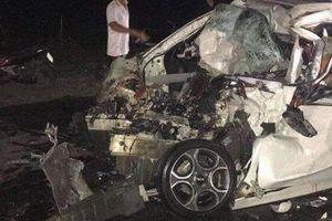 Hà Nội: Tài xế ô tô tử vong sau vụ va chạm kinh hoàng với xe tải