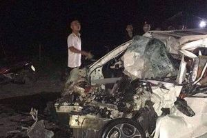 Ô tô 4 chỗ nát bươm sau va chạm với xe tải, tài xế tử vong
